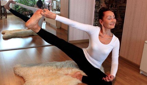Потрясающая, здоровая и энергичная 70-летняя женщина доказала миру, что возраст — всего лишь цифра!
