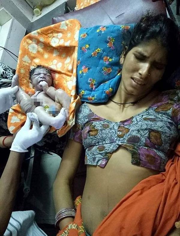 В Индии молодой маме предложили утопить новорожденного сына!