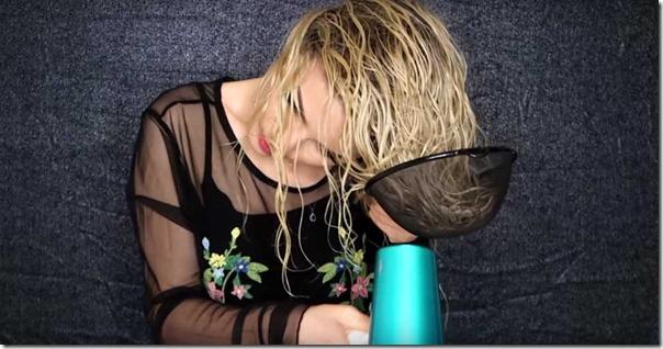 Девушка взяла дуршлаг и начала сушить волосы. Результат невероятный! Смотреть всем!