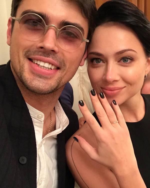 Самбурская тайно вышла замуж в черном платье за перспективного актера