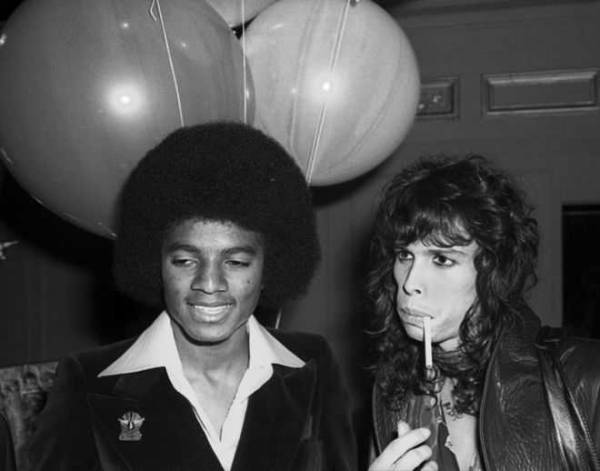 Более 10 сложных операций: как менялось лицо Майкла Джексона на протяжении всей жизни