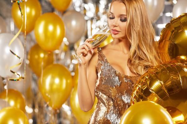 В чем встречать Новый год, чтобы привлечь удачу и угодить Желтой Земляной Собаке