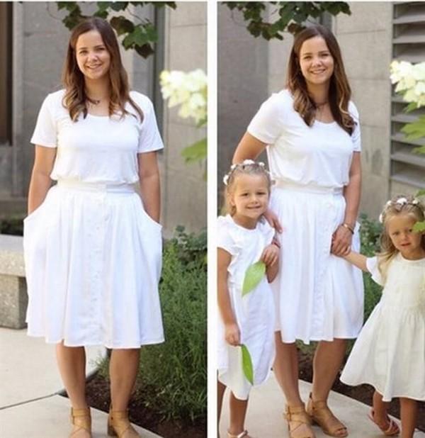 Эта талантливая мамочка перешивает старые рубашки своего мужа в прекрасные наряды для своих дочурок… (12 фото)