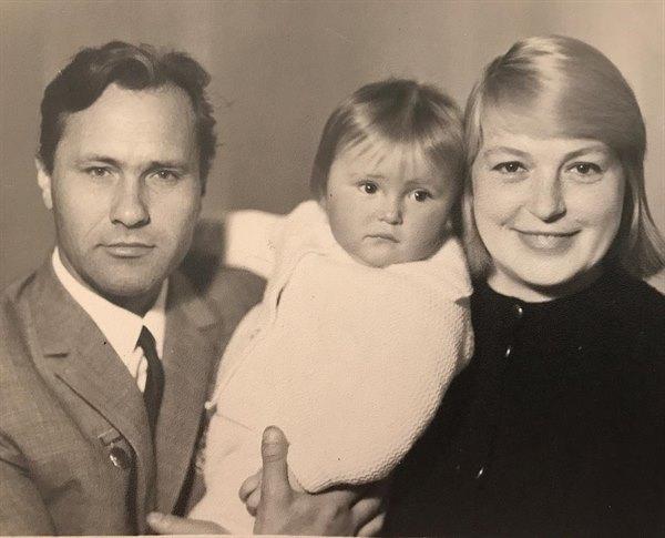 Редкие кадры из детства: Мария Шукшина впервые показала родного отца всей стране