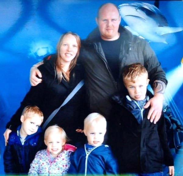 Её муж внезапно умер и оставил с 8 детьми, а потом она вспомнила нечто странное в ночь его смерти