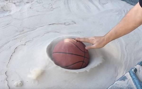 Бывший инженер заставил песок вести себя так же как вода
