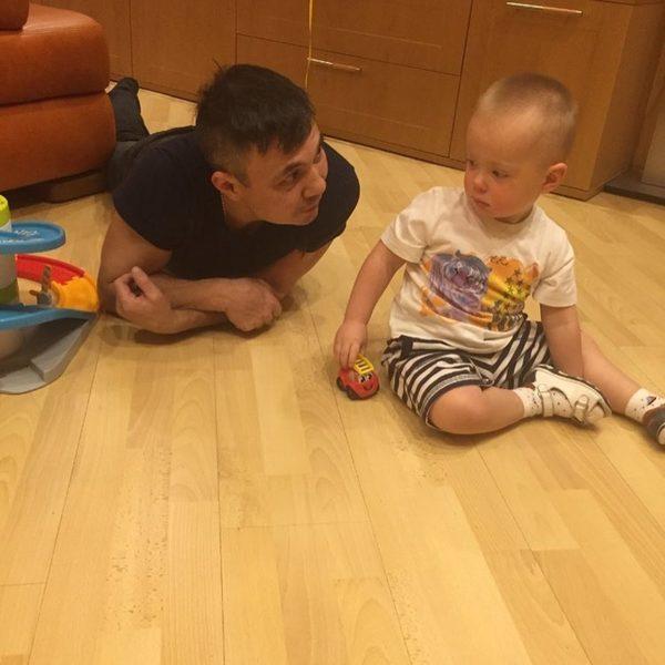 Костя Цзю рассказал о самых родных людях в своей жизни: молодой жене и маленькой дочери