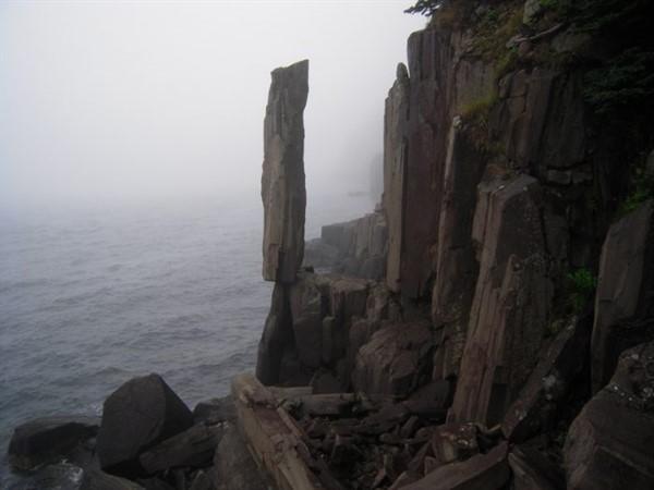 Феномен висячих камней: почему они не падают?