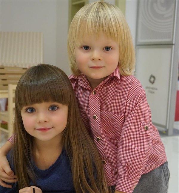 """Куколка с голубыми глазами: 6-летняя Анастасия из России признана """"самой красивой девочкой в мире"""""""