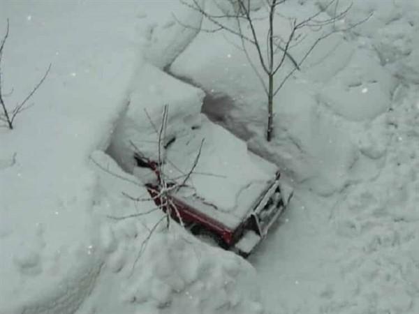 Мужчина вечером сделал фото своей машины, а на утро не поверил своим глазам!