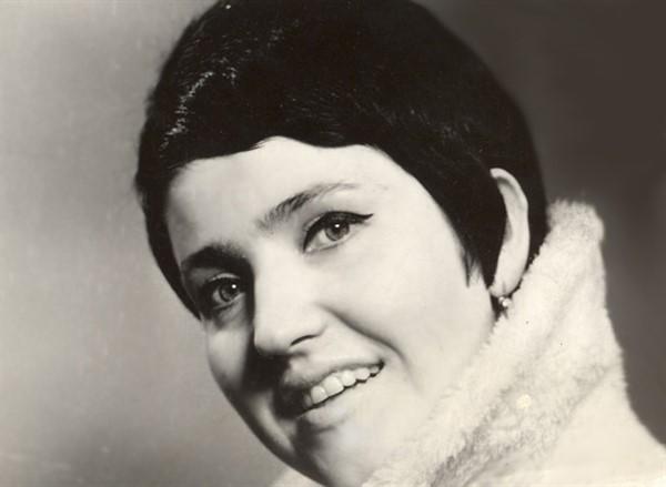 Популярная в 70-е певица Галина Ненашева растрогалась из-за нового ремонта в квартире