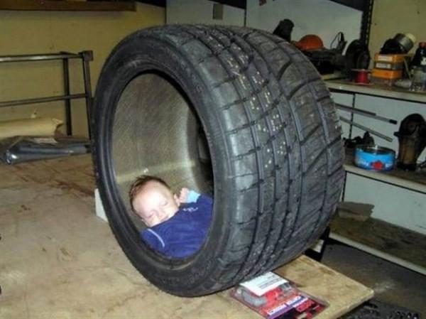 Уснуть где угодно могут только дети! Забавная фото подборка вас точно развеселит