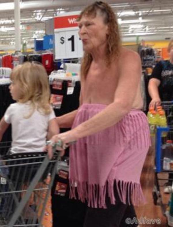 Увидев то, что запечатлели камеры сети супермаркетов «Валмарт», Вы точно будете поражены!