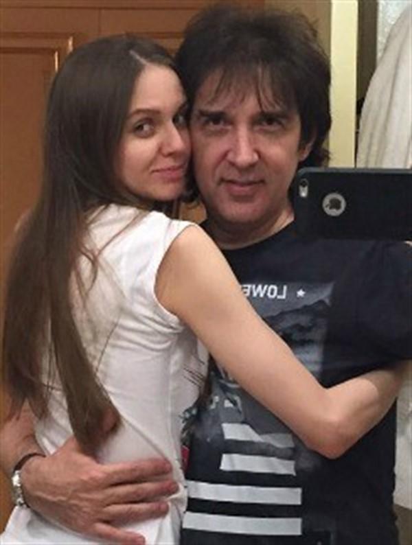 Кай Метов вознамерился обвенчаться с новой избранницей, которая младше его дочери на 6 лет