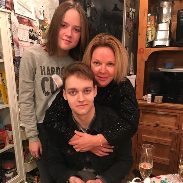 Елена Валюшкина рассказала о детях и молодом возлюбленном