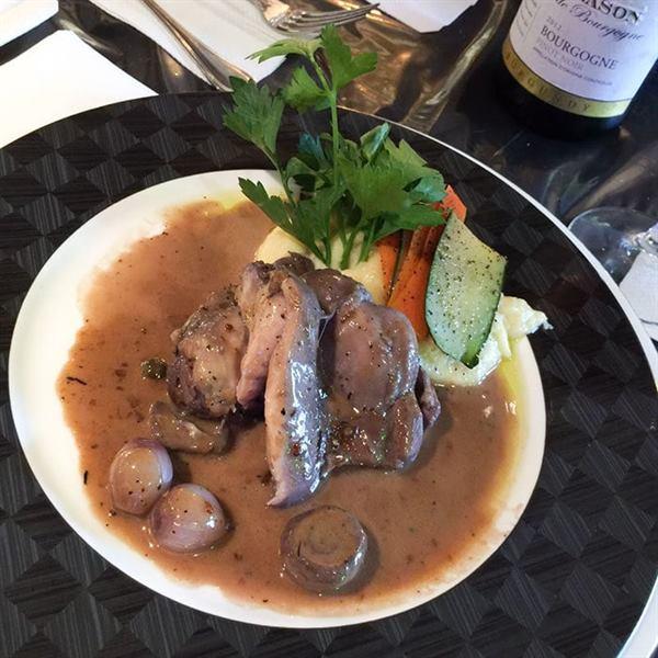 В этом ресторане французской кухни очень низкие цены. Но нужно соблюдать особые правила
