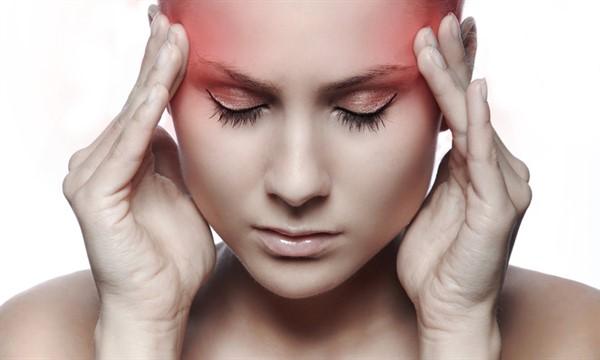 Тело предупреждает женщин перед инсультом: 7 симптомов, которые вы никогда не должны игнорировать!