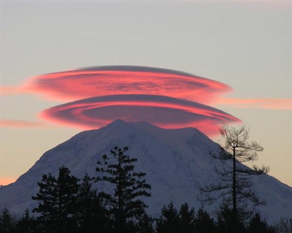 Как образуются линзовидные облака и где их можно увидеть?