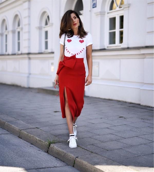 С чем можно носить кроссовки женщинам 40+ и выглядеть при этом стильно