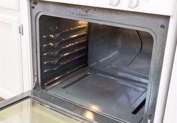 Как без труда избавиться от нагара в духовке